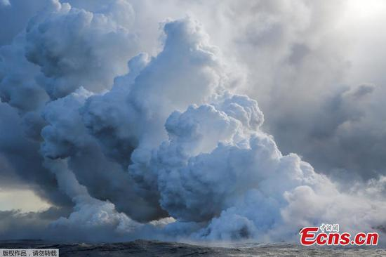 Deadly acid cloud rises over Hawaii as lava streams into ocean