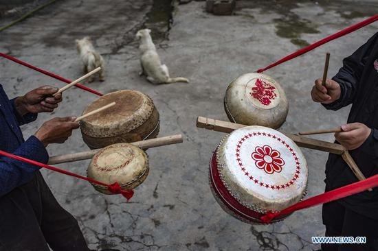Making Dingtang drums in Shennongjia, Hubei