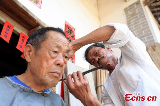 Rural barber offers home service for five decades