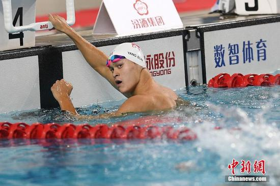 Sun Yang wins the gold medal in the men's 400m freestyle at the China Swimming National Championships in Taiyuan City, Shanxi Province, April 15, 2018. (Photo: China News Service/Wu Junjie)