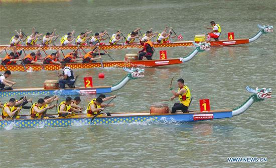 People take part in dragon boat match in Wenzhou, east China
