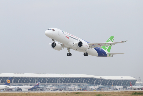 A C919 airplane takes off from the Shanghai Pudong International Airport for a test flight to Xi'an, Northwest China's Shaanxi Province, on Nov. 10, 2017. (Photo by Chen Zikuan/For China Daily)