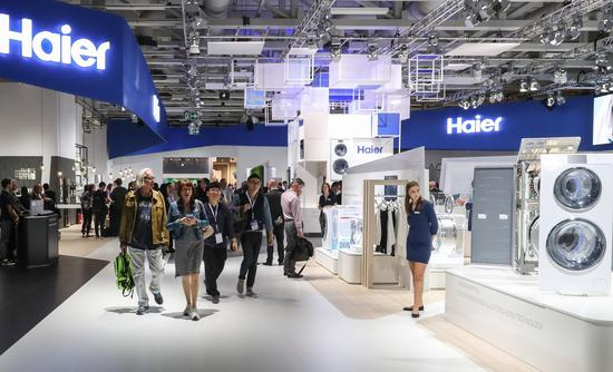 Visitors to the international appliances expo at Berlin last year walk past Haier's booth. Haier is set to become the first Chinese company to list its shares on the Frankfurt, Germany-based CEIE.  (Photo/Xinhua)