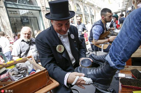 Shoe cleaning competition held in Brussels