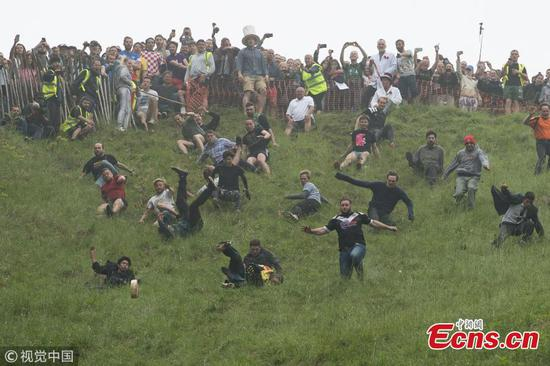 Racers tumble down hill in British cheese rolling competition