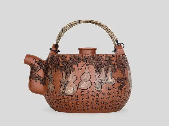 Artist in his 90s tries hand on earthen 'zisha' teapots