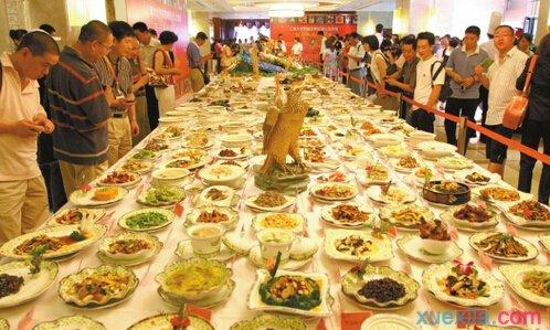 China's catering industry grows 700-fold in 40 years