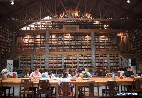 Library in hostel attracts tourists in Zhejiang