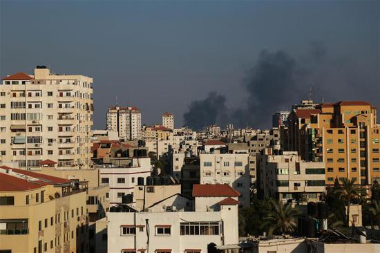 Smoke rises following an Israeli air strike on the Palestinian coastal enclave in Gaza City, on May 29, 2018. Israel launched a massive airstrike on the Gaza Strip on Tuesday, hitting 35 targets and a tunnel crossing into Egypt and Israel, said the Israeli military in a statement. The statement said the airstrike was in response to a barrage of 28 mortar shells that Gaza militants fired at Israel on Tuesday morning. (Xinhua/Stringer)