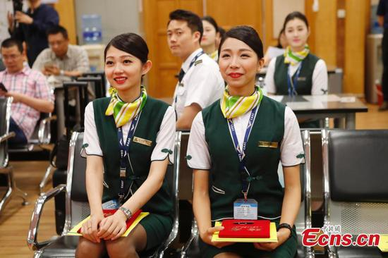 Spring Airlines promotes two chief flight attendants from Taiwan