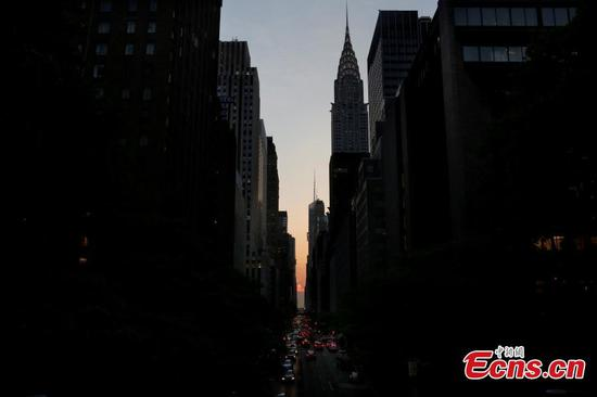 Cloud prevents masses from enjoying Manhattanhenge