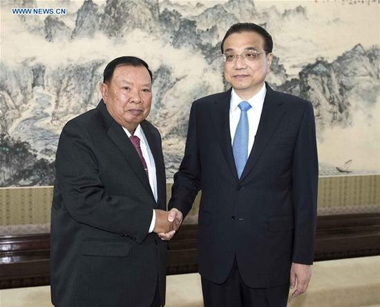 Chinese Premier Li Keqiang (R), who is also a member of the Standing Committee of the Political Bureau of the Communist Party of China (CPC) Central Committee, meets with Laotian President Bounnhang Vorachit, also general secretary of the Lao People's Revolutionary Party (LPRP) Central Committee, in Beijing, capital of China, May 31, 2018. (Xinhua/Li Tao)