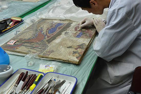 Unique approach to showcase treasures