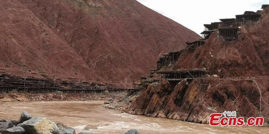 Ancient salt production alive in Tibet county