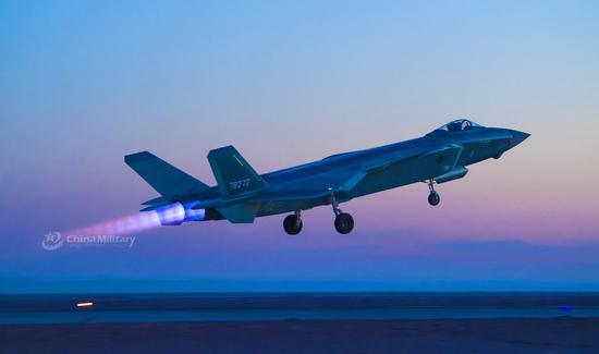 J-20 stealth fighter jets conduct night confrontation training