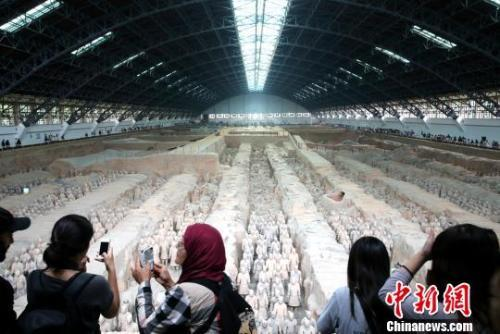 Tourists visit the Emperor Qinshihuang's Mausoleum Site Museum in Xi'an, Shaanxi Province. (File photo: China News Service)