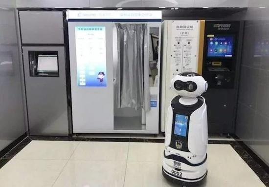 Robot serves at self-help precinct