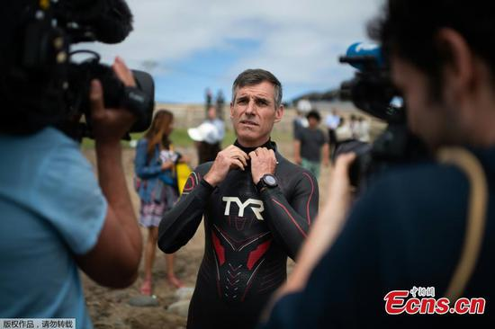 Swimmer begins to swim across Pacific Ocean