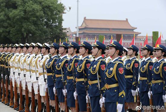 Independent formation of PLA female honor guards makes debut