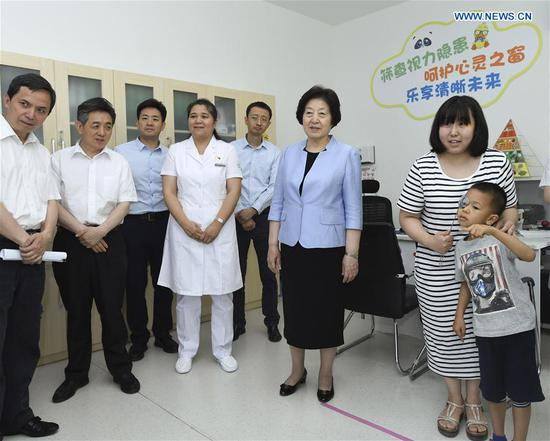 Chinese Vice Premier Sun Chunlan, also a member of the Political Bureau of the Communist Party of China Central Committee, visits a community health center in Beijing, capital of China, June 6, 2018. On Wednesday, the annual National Eye Health Day, Vice Premier Sun Chunlan ordered schools and health departments to do more to prevent shortsightedness among young people. (Xinhua/Gao Jie)