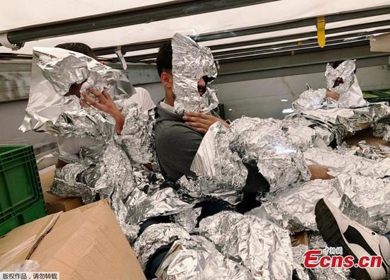 Migrants wrapped in aluminum foil caught on a truck in Istanbul