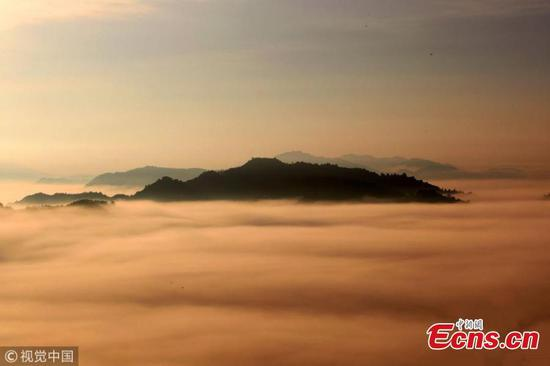 Qiyun Mountains puts on picturesque display
