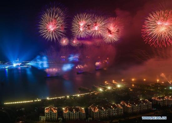 Lights and fireworks show lights up sky of Qingdao