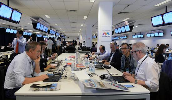 Reporters work at int'l media center in Singapore ahead of DPRK-U.S. summit