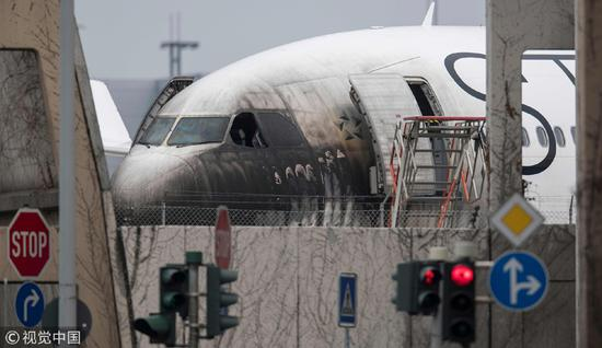 10 injured by heavy smoke in Frankfurt Airport vehicle fire