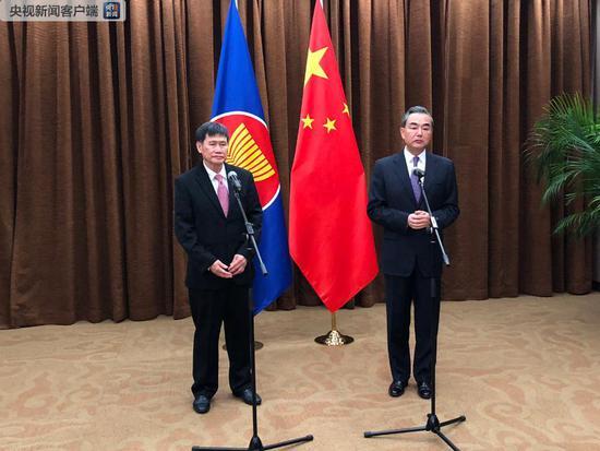 Chinese FM hopes DPRK-U.S. summit to make substantial steps toward Korean Peninsula's denuclearization, peace mechanism