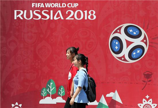 Posters pop up around China, like this one seen on Wednesday in Weifang, Shandong province, promoting the upcoming 2018 World Cup in Russia. (ZHANG CHI/FOR CHINA DAILY)