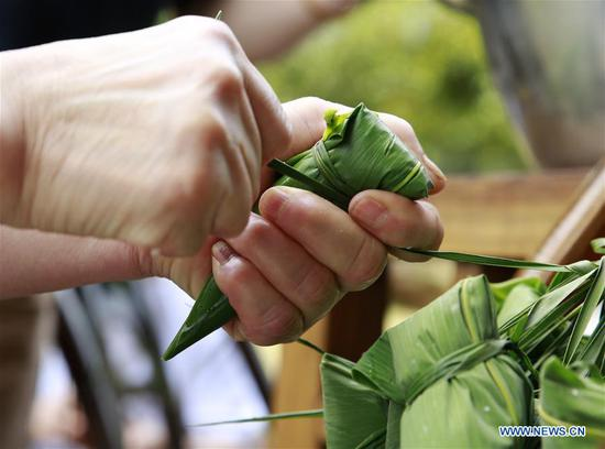 People make Zongzi to greet upcoming Dragon Boat Festival across China
