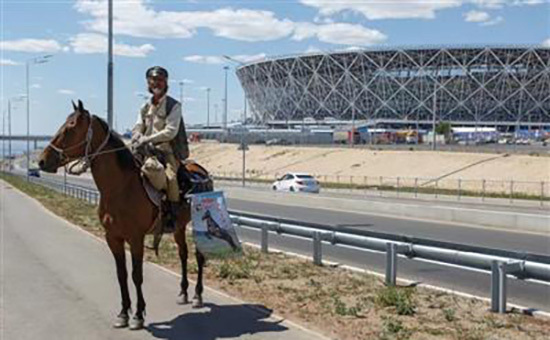 Chinese man rides horse to Russian World Cup cities
