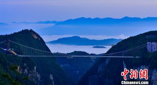 Zhangjiajie glass bridge wins distinguished IBC medal