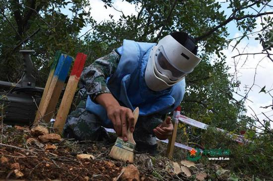 Chinese peacekeepers clear mines in Lebanon