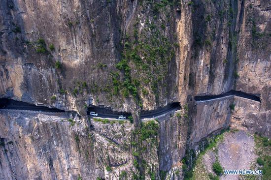 Cliff road helps villagers cast off poverty in Shanxi