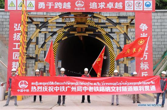 Chinese firm breaks through 2nd tunnel of China-Laos railway