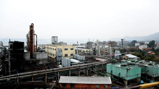 The Tiantian Chemical Plant in Yichang, Hubei province, in January. The facility is pictured after it was closed in response to a plan formulated by the local government to regulate chemical plants along the Yangtze River. (Photo provided to China Daily)