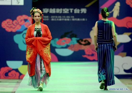 Modern creations, traditional costumes staged in Xi'an