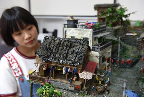 Chinese student creates 'Mini Chongqing old town' in three months
