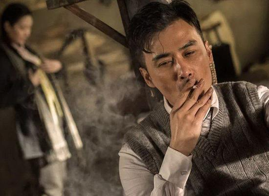 A smoking scene from the spy-themed TV drama Flying Kite. (Photo/CHINA DAILY)