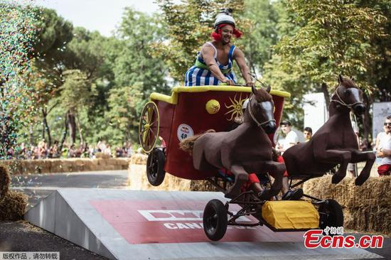 Offbeat race held in Rome