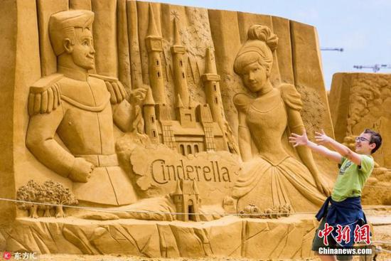 Disney sandcastles bring magic to Belgian beach