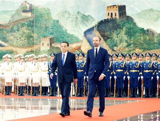 Chinese Premier Li Keqiang (L) holds a welcoming ceremony for French Prime Minister Edouard Philippe prior to their talks at the Great Hall of the People in Beijing, capital of China, June 25, 2018. (Xinhua/Yao Dawei)