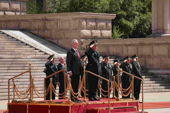 Wei Fenghe and James Mattis inspect the guard of honor. /CGTN Photo