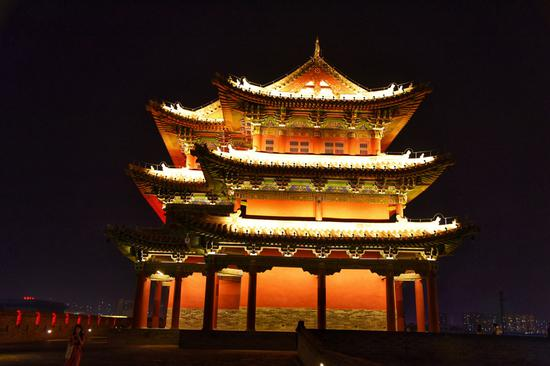 Magnificent night view of Datong city wall