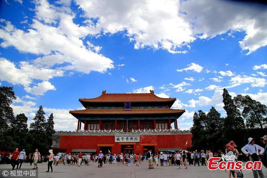 Beijing sees blue sky amid heat wave