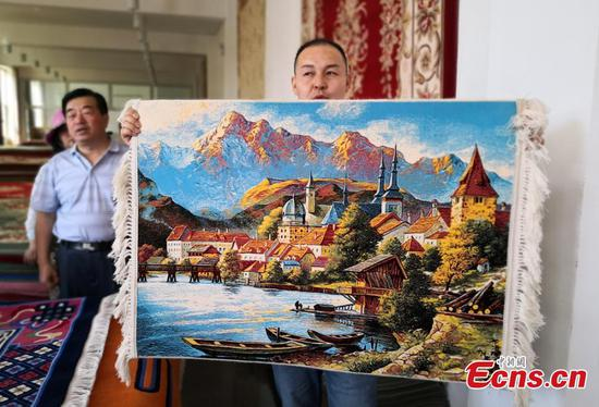 Oil painting-like tapestry thrives in Gansu