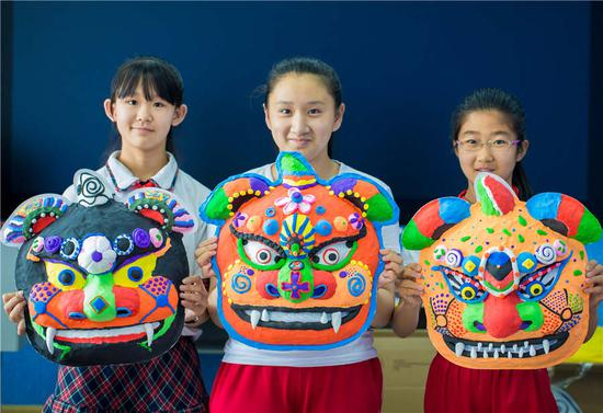 Students make auspicious beast masks