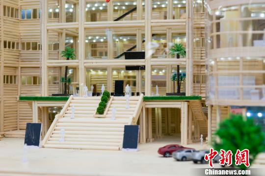 Graduate donates chopstick-made library model to university